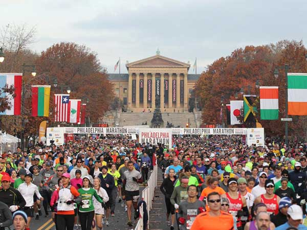 Runners at the start of the 2012 Philadelphia Marathon. (CHARLES FOX / STAFF PHOTOGRAPHER)