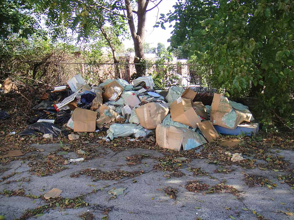 Trash-strewn lot at former Lakey´s restaurant in East Mount Airy. (Denise Wilson)