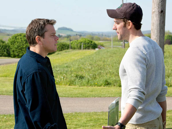 SRAPRO -- (l to r) Matt Damon stars as Steve Butker and John Krasinski stars as Dustin Noble in Gus Van Sant´s Promised Land, a Focus Features release.  Credit: Scott Green