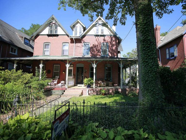 A home at 422 North Jackson Street is for sale in Media, August 14, 2013 ( DAVID SWANSON / Staff Photographer )