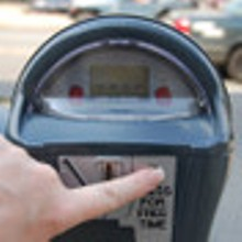 The meters have a push-botton timer, offering gratis parking minutes.