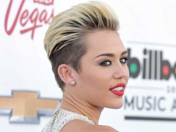 Miley cyrus debuts new single u002639we canu002639t stopu002639 image