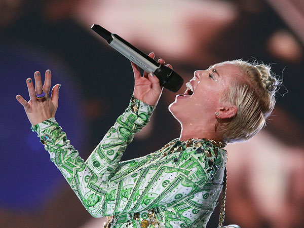 Miley Cyrus belts out her third song of the night at the Wells Fargo Center on August 2, 2014. ( MICHAEL BRYANT / Staff Photographer )