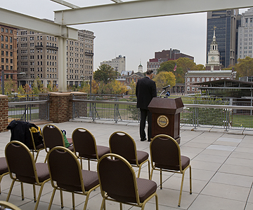 On the eve of election day. third party presidential candidate Ralph Nader planned to hold a press conference on the<br />terrace of the Independence Center overlooking the mall and Independence Hall. The event, which was to have<br />started at three o&acute;clock was setback when the only people in in attendance were a newspaper photographer and a TV<br />camerman. A few minutes later four specators sat down to listen to the candidate. In this photo Nader waits for an<br />audience.(Ed Hille / Staff Photographer)