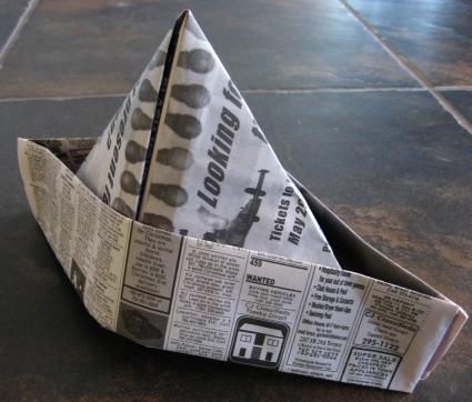 Как сделать малярный колпак из газеты