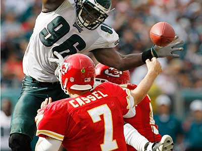 Eagles linebacker Omar Gaither puts pressure on Chiefs quarterback Matt<br />Cassel on Sept. 27. (Michael S. Wirtz / Staff Photographer)