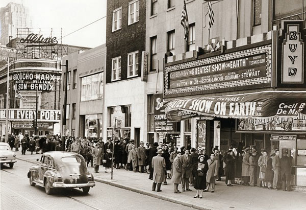 "Film fans line up to see ""The Greatest Show on Earth,"" at Philadelphia´s Boyd Theater. Photograph courtesy Friends of the Boyd."