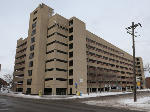 "The Cuningham Group, a Minneapolis architectural firm, has proposed adding 70 to 75 affordable apartments on the periphery of a monolithic ´80s-era parking ramp in the popular St. Anthony Main area of Minneapolis. They´ve dubbed the project the ""Rampton Apartments."" (Bruce Bisping/Minneapolis Star Tribune/MCT)"