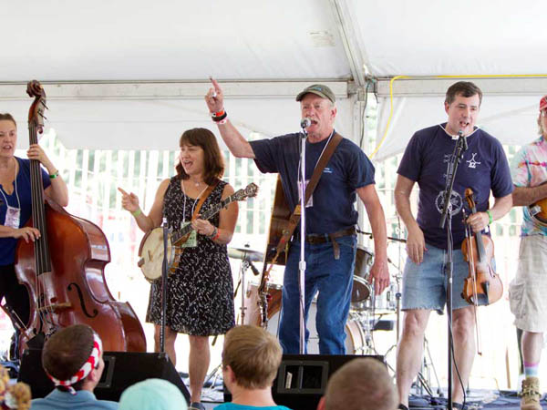 John Fuhr and Friends jam under the Cultural Tent at the Philadelphia Folk Festival. (ED HILLE / Staff Photographer)