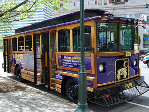 Phlash ´trolley´ shuttle buses stop at 27 tourist attractions around the city.
