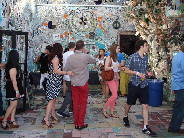 Take your significant other to Philadelphia´s Magic Gardens for Deluxe Date Night. (Photo via Philadelphia´s Magic Gardens)