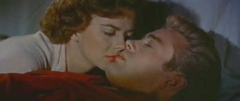Natalie Wood resucitates James Dean in Rebel Without a Cause/