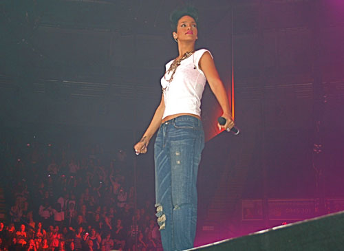 Rihanna in Pinkney Turner jeans playing London´s O2 Arena