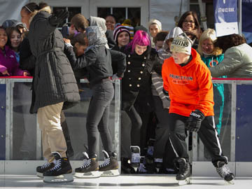 The Rothman Rink opens at Dilworth Park. ( ALEJANDRO A. ALVAREZ / Staff Photographer )