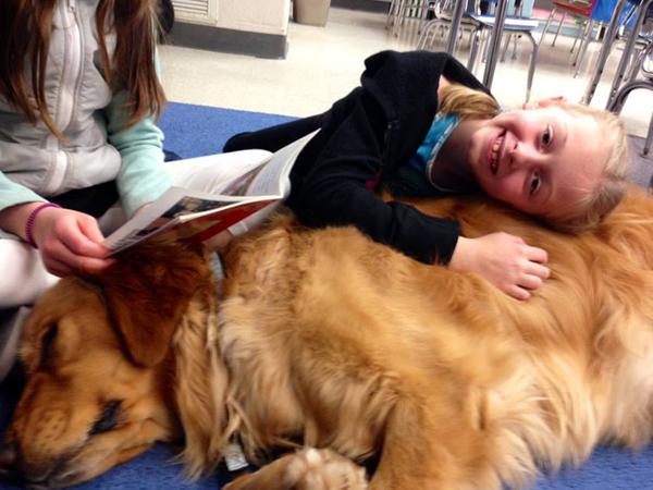 Roxy Reading Therapy Dogs bring smiles to kids´ faces. (Courtesy of Roxy Reading via Facebook)