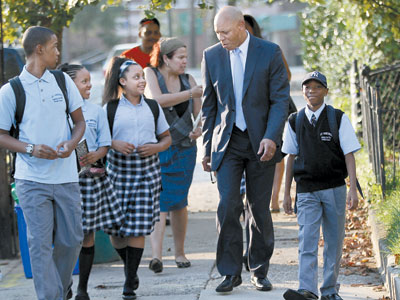 New Philadelphia School Superintendent William R. Hite Jr., second from right, walks on the first day of school with students from AMY Northwest, a new middle school in Roxborough. (MICHAEL BRYANT / Staff Photographer)