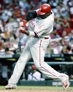 Ryan Howard hits a two-run home run Wednesday in St. Louis (AP Photo/Jeff Roberson)
