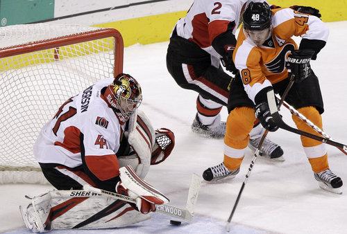 Briere scores the game-winner Saturday ( AP / Matt Slocum )