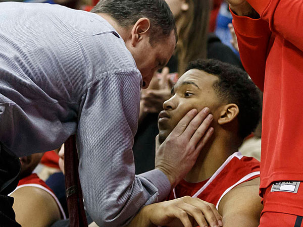 Rutgers University men´s basketball coach Mike Rice, who was fired Wednesday for abusive treatment of his players in his three seasons, confronts forward/center Derrick Randall during a Big East game against Seton Hall on March 8.