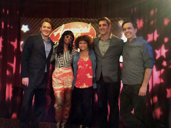 "Photo taken via Twitter showing Clay Aiken (left), Santigold, Aaron Rodgers and actor Ed Helms (right) on the set of this week´s ""Office"" episode."