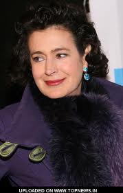 Sean Young has checked into ´Celebrity Rehab´.