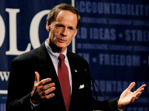 "U.S. Senator Tom Carper, D-Del., addresses  the Democratic Leadership Council´s ""National Conversation"" in Denver, Monday, July 24, 2006.   (AP Photo/Ed Andrieski)"