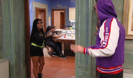 Snooki takes exception to Mike´s insistence that they have been intimate