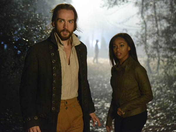 "SLEEPY HOLLOW: Ichabod Crane (Tom Mison, L) and Lt. Abbie Mills (Nicole Beharie, R) search for clues in the ""Bad Blood,"" part 2 of the special two-hour Season Finale episode of SLEEPY HOLLOW airing Monday, Jan. 20 (8:00-10:00 PM ET/PT) on FOX. ©2013 Fox Broadcasting Co. CR: Brownie Harris/FOX"