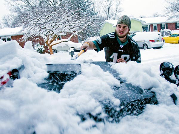 Joe Coffee, of Cherry Hill, waited until after watching the Eagles victory over Detroit before clearing the snowfall from his Jeep on W. Ormand Ave., Cherry Hill, December 8, 2013.  ( DAVID M WARREN / Staff Photographer )