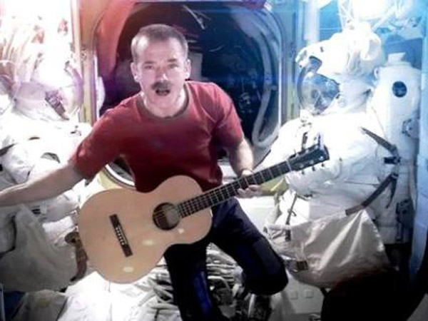 astronaut sings space oddity - photo #9