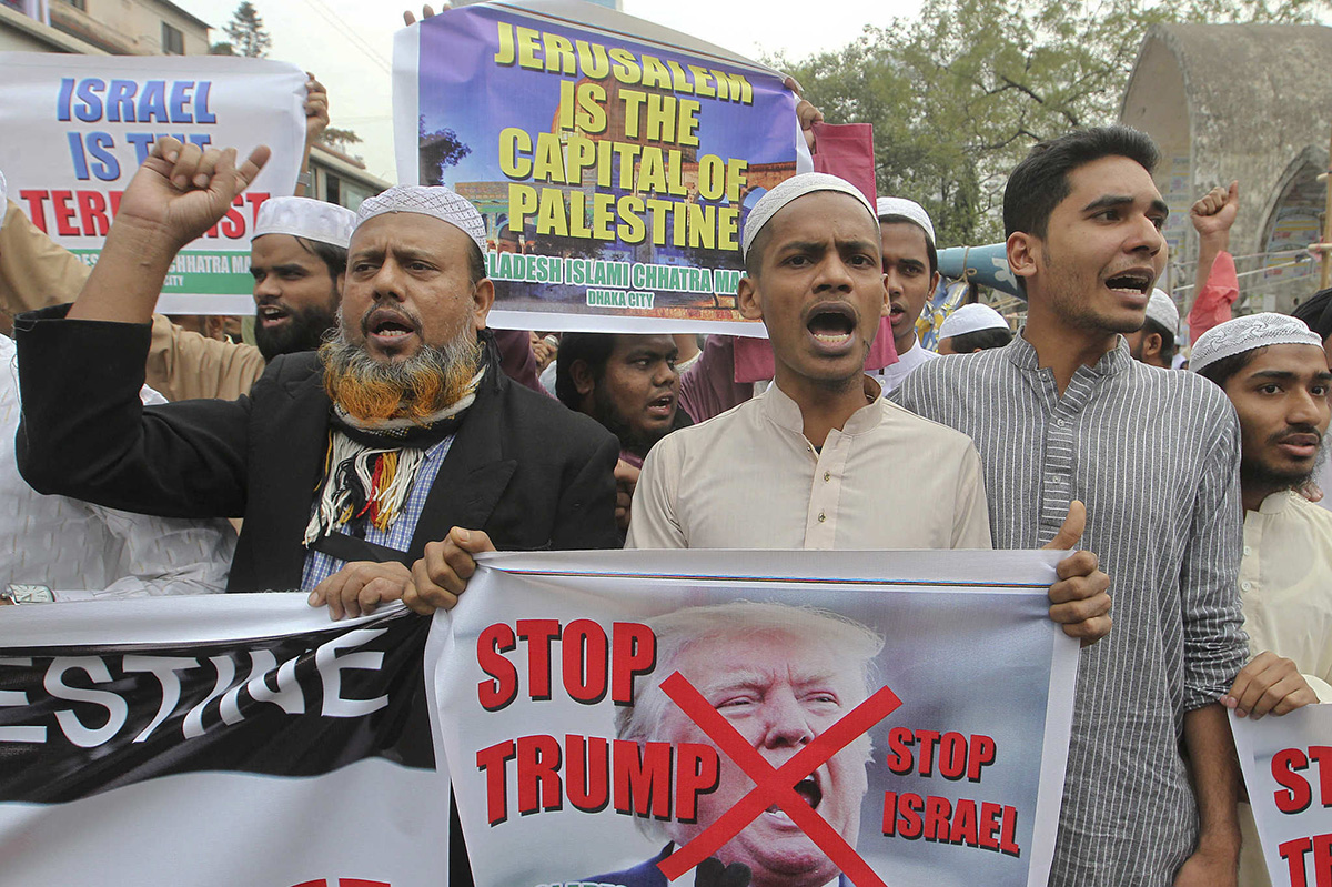 Supporters of Bangladeshi Islamic organizations hold placards during a protest against President Donald Trump´s decision to recognize Jerusalem as Israel´s capital in Dhaka, Bangladesh, Friday, Dec. 8, 2017.