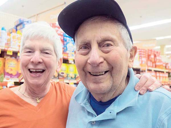 Edgar and Selma Davis and their exercise routine which consists of long strolls pushing their shopping carts through their local Acme store in Bala Cynwyd. Here, Selma and Edgar in the Acme. (ED HILLE / staff photographer )