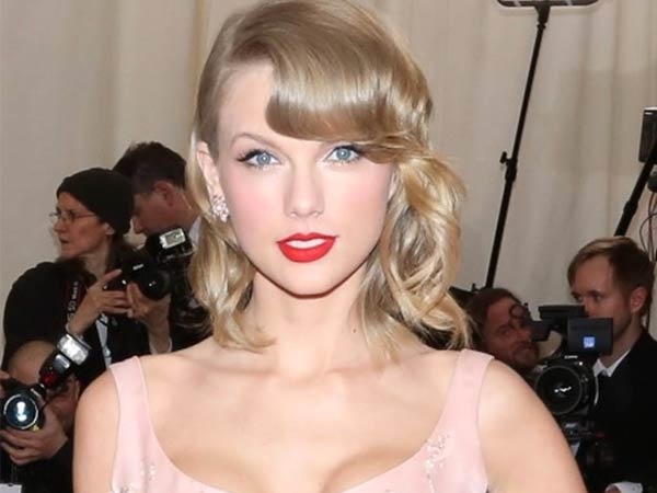 Taylor Swift, ´Charles James: Beyond Fashion´ Costume Institute Gala at the Metropolitan Museum of Art - Outside Arrivals