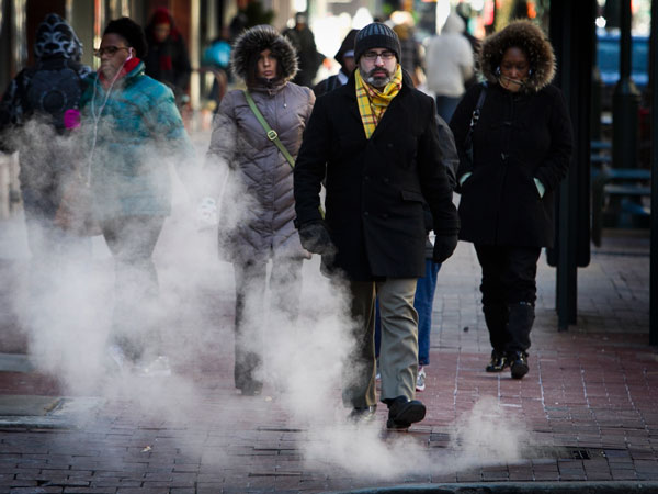 Pedestrians along Market St. at 7th a bundled up and ready for the single digit temperatures in Philadelphia. The steam vents at this intersection create large clouds as the warm air mixes with colder temperatures in Philadelphia on Tuesday, January 7, 2014. A polar vortex from the north dropped temperatures in the region to single digits. ( ALEJANDRO A. ALVAREZ / STAFF PHOTOGRAPHER )