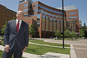"""University presidents have to walk a very fine line,&quot; says Jefferson's Robert L. Barchi, who was Penn&acute;s second-ranking official before he was tapped for the Jefferson top job in 2004. (MICHAEL S. WIRTZ / Inquirer)<br /><br />"