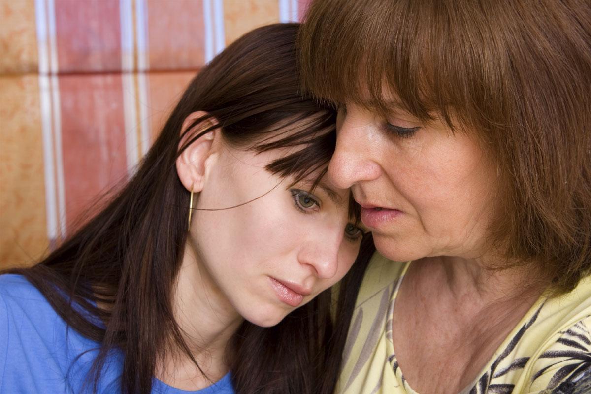 Русская мама успокаивает дочку 1 фотография