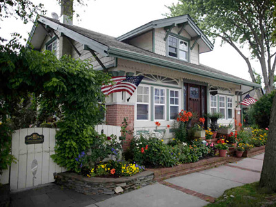 "John Van Duyne´s home was built by his grandfather in 1920, a Sears, Roebuck Craftsman-style mail-order house-kit bungalow called ""Vallonia."" (David Swanson / Staff Photographer)"