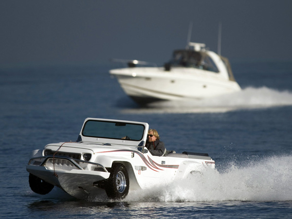 Dave Marsh is flanked by his son Mike´s boat during a test drive in his WaterCar to Catalina Island, Jan. 13, 2014. (Kevin Sullivan/Orange County Register/MCT)