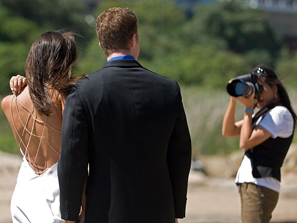 While it´s the photographer´s responsibility to capture you in your most flattering light, there are little tips and tricks that you and your groom can employ to get the best photos. (iStock)