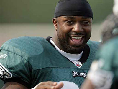 Eagles´ Brian Westbrook laughs during a morning practice break at Lehigh University on Monday, July 28, 2008. (Yong Kim / Philadelphia Daily News)