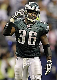 Brian Westbrook accounted for three touchdowns in the Eagles´ 41-37 loss to the Cowboys. (Ron Cortes / Inquirer)