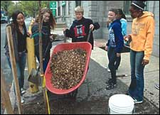 "Kids get involved in Philly´s sustainability goals. (from <A href=""http://www.jgpress.com/biocycle.htm"">Biocycle</a>)"