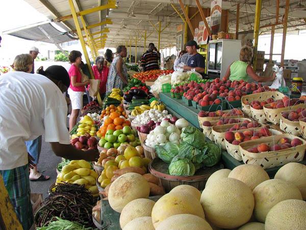 The Wildwood Farmers Market offers fresh produce to beach-goers. (Photo via Facebook)