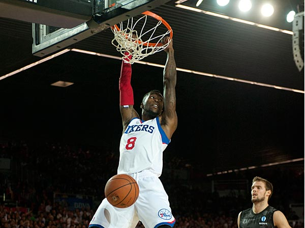 Philadelphia´s 76ers Tony Wroten, left, dunks while Bilbao Basket´s Fran Pilepic of Croatia, right, looks on during the NBA Global basketball game in Bilbao northern Spain on Sunday, Oct. 6, 2013. (AP Photo/Alvaro Barrientos)