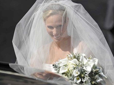 Britain´s Zara Phillips, granddaughter of Britain´s Queen Elizabeth II, arrives for her marriage to England rugby star Mike Tindall in Edinburgh, Scotland. (AP Photo/Dylan Martinez, pool)
