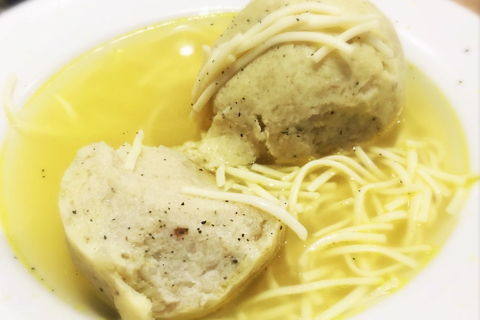 Matzo ball soup from Ben & Irv's in Huntingdon Valley. (CRAIG LABAN / Staff)
