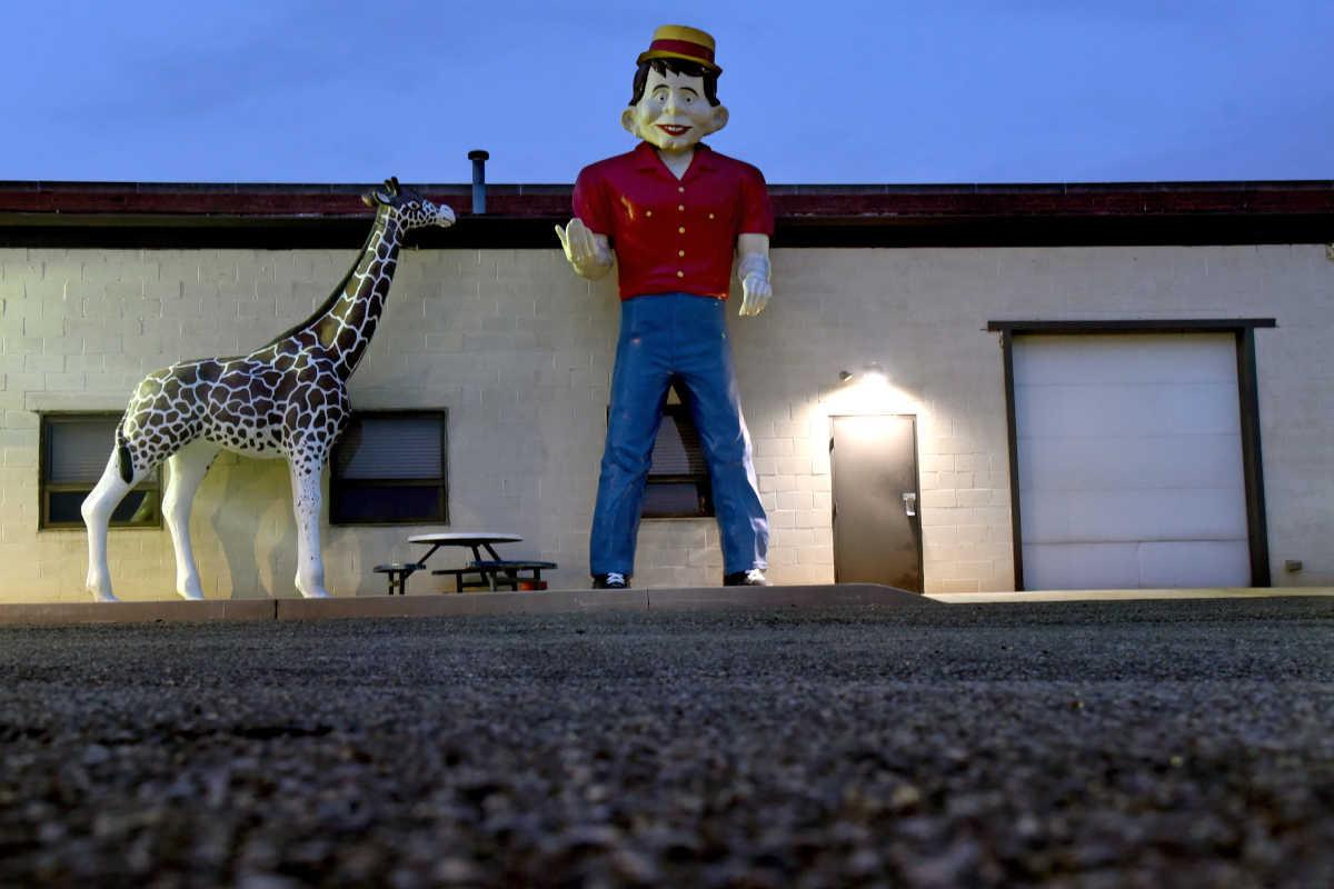 Retro Roadside Kitsch: Giants over Jersey